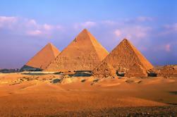 Dia Tour às Pirâmides de Gizé e Museu Egípcio