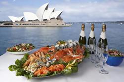 Crucero por el almuerzo en el puerto de Sydney