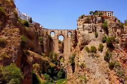Excursión de un día a Ronda desde Sevilla: Cata de vinos, Tour de toros y Tour opcional de Pueblos Blancos