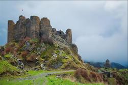 Excursión de un día: Saghmosavank, monumento del alfabeto armenio, fortaleza de Amberd, Karmravor y Oshakan de Ereván