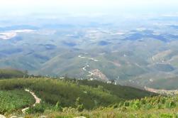 Excursão de um dia ao Algarve com degustação de vinhos e almoço no topo da montanha de Portimão