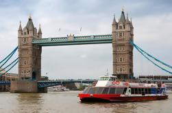 Torre de Londres y el río Támesis