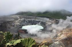 Excursión de un día al Volcán Poas y granja lechera desde San José
