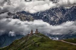 Excursión privada de día completo en Kazbegi Ananuri Gergeti