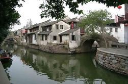 Ver Zhouzhuang Water Town y la ciudad de Shanghai en un día