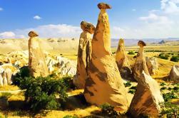 Cappadocia en un día de grupo pequeño Tour de Estambul: Rose Valley, Ortahisar, la ciudad subterránea de Kaymakli y el valle de la paloma