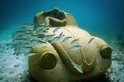 Catamarán a Isla Mujeres y Snorkel en el Museo de Arte Subacuático