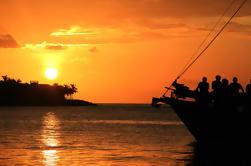 Viento del verano de la goleta Vela de la puesta del sol