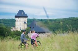 Scenic Karlstejn Castle Bike Excursión de un día en grupo pequeño desde Praga