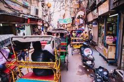 Tour privado a pie del antiguo bazar de Delhi con traslado al hotel