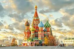 Territorio del Kremlin con catedrales Tour de la Plaza Roja