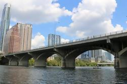 Paseo del kayak del puente del palo de la avenida del congreso