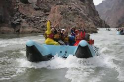 Viaje en balsa de agua blanca del Gran Cañón desde Las Vegas