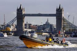 Crucero de alta velocidad del río Támesis desde Embankment Pier