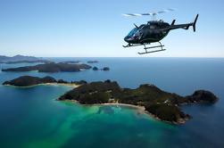 Bahía de las islas Excursión de la orilla: Excursión escénica del helicóptero incluyendo agujero en la roca