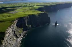 Acantilados de Moher Tour con Doolin Village y Galway Bay Coastal Drive desde Dublín