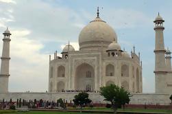Excursión privada de 3 noches a Agra y Varanasi desde Delhi en tren