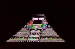 Chichen Itza by Night and Day van Cancun