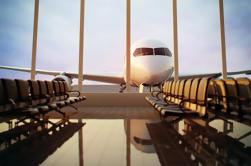 Traslado privado de la llegada: Aeropuerto de Santorini o puerto de la travesía al hotel