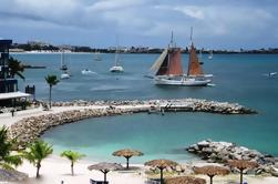 Excursión a la costa de St Maarten: Gourmet Sailing and Snorkeling Cruise