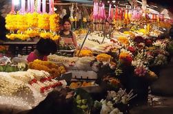 Chiang Mai de noche: cánticos, cena y mercado