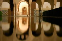 Noche de Alhambra Tour guiada con palacios Nazrales