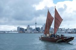Experiencia cultural maorí: Waka Sailing on Waitemata Harbour