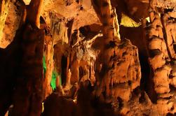 La Abadía de Montserrat y las Cavernas del Salitre: Tour en grupo desde Barcelona