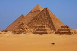 Tour Privado: Excursión de un día a El Cairo desde Hurghada, incluyendo vuelos de ida y vuelta, Pirámides de Giza, Esfinge y Museo Egipcio