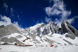Private Discover Lijiang Tour: Jade Dragon Snow Mountain, Baisha y Longquan Village Incluye almuerzo