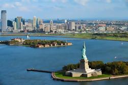 Estatua de la Libertad y Ellis Island Tour Incluye Pedestal de Acceso, Lower Manhattan Visita de la ciudad y 9/11 Museo de entrada