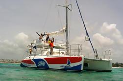 Snorkel privado y crucero por catamarán de natación