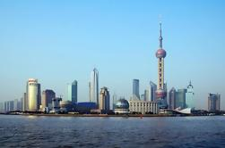Private Night Tour in Shanghai: Oriental Pearl TV Tower with Huangpu River Cruise Experience
