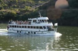 Passeio de Barco à Régua Através do Vale do Douro com Pequeno Almoço e Almoço