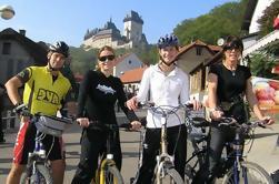 Excursión en bicicleta de grupo pequeño a Karlstejn desde Praga