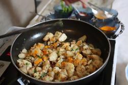 Lecciones privadas de cocina india y almuerzo o cena en una casa local en Agra