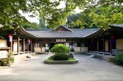 Pequeño grupo folklórico folklórico coreano, incluido el pueblo de confucianismo