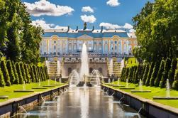 Excursão privada de São Petersburgo: Palácio e fontes de Peterhof por Hydrofoil com bilhetes do Skip-the-Line
