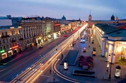 Tour privado: San Petersburgo por la noche con opcional crucero por el río Neva