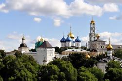Moscow Private Day Trip to Sergiev Posad Inclusief Matroesjka Factory en Holy Trinity Lavra met Russische Lunch en Vodka