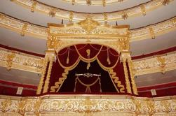 Private Tour: Praça Vermelha com Teatro Bolshoi Backstage tour e 4 pratos Traditional Russian Lunch