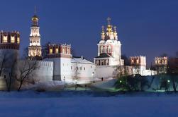 Excursión privada de 2 días Tour por la ciudad de Moscú con excursión al metro, monasterio de Tsaritsyno y Novodevichy y almuerzo ruso tradicional de 4 platos con Vodka Plus