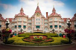 Traslado privado de Disneyland a París Charles de Gaulle (CDG) o Orly (ORY) Aeropuertos