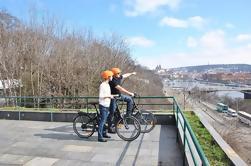 Excursión guiada en bicicleta por grupos pequeños en Praga
