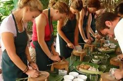 Excursión de medio día a Thuy Bieu Eco-Village desde Hue