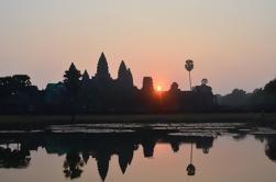 Excursión de día completo de Angkor por Tuk Tuk de la salida del sol