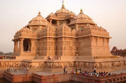 Templos espirituales de Delhi Excursión guiada privada de día completo