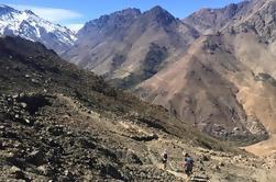 Tour guiado de día completo en las montañas del Atlas desde Marrakech