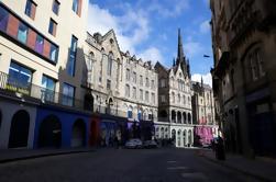 Pequeño grupo a pie de la ciudad vieja de Edimburgo