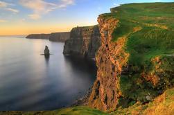 Acantilados de Moher y excursión de un día de Burren incluyendo Castillo de Dunguaire, Cueva de Aillwee y Doolin de Galway